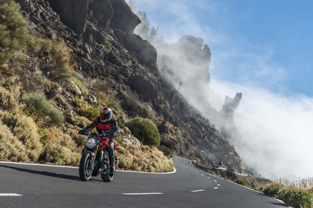 2014-Ducati-Monster-1200-action-15
