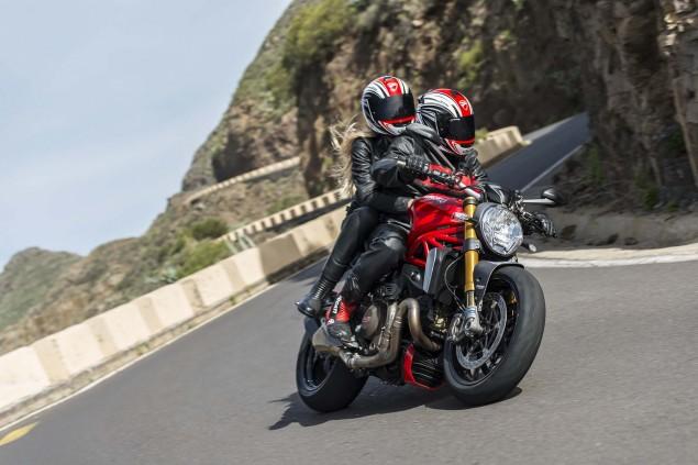 2014-Ducati-Monster-1200-action-37