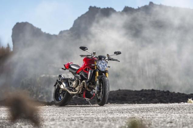 2014-Ducati-Monster-1200-still-02
