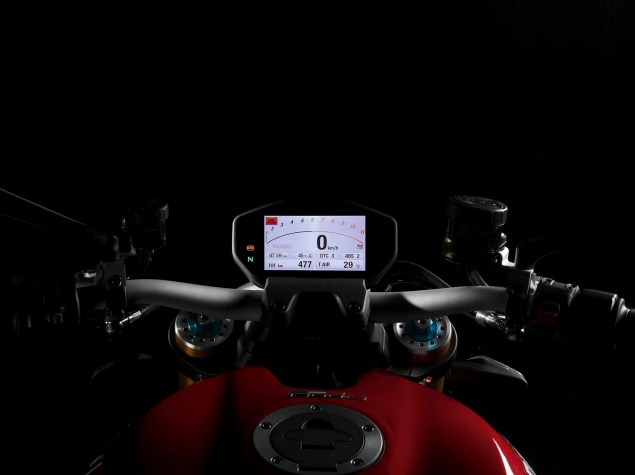 2014-Ducati-Monster-1200-studio-27
