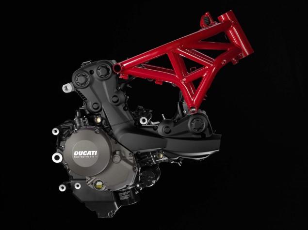 2014-Ducati-Monster-1200-studio-30