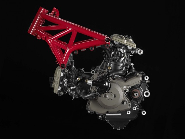 2014-Ducati-Monster-1200-studio-31