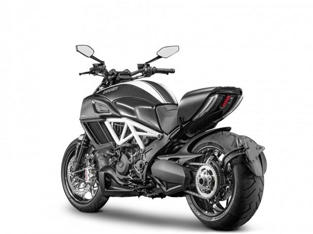 2014-Ducati-Diavel-02