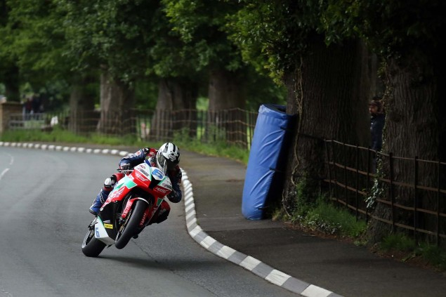Lezayre-Isle-of-Man-TT-2014-Richard-Mushet-14
