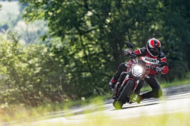 2015-Ducati-Monster-821-109