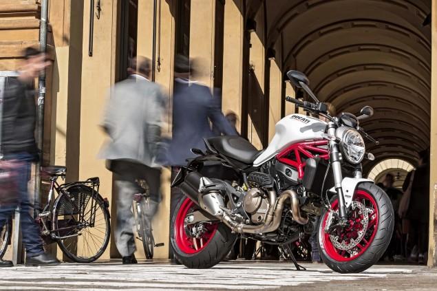 2015-Ducati-Monster-821-12