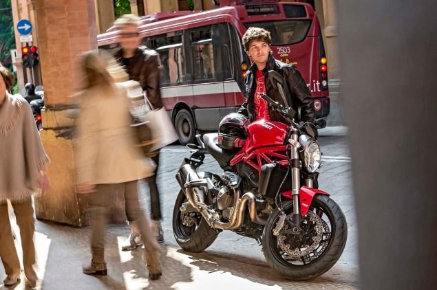 2015-Ducati-Monster-821-18