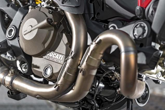 2015-Ducati-Monster-821-22