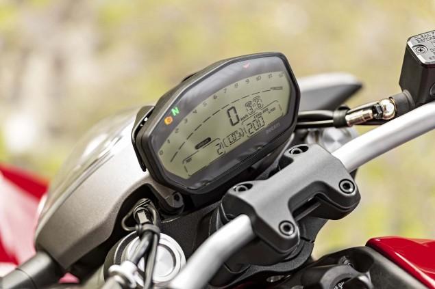 2015-Ducati-Monster-821-23