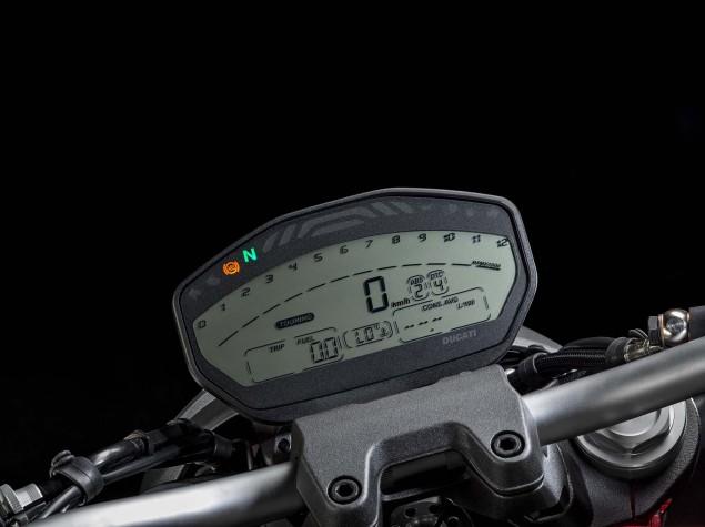 2015-Ducati-Monster-821-53