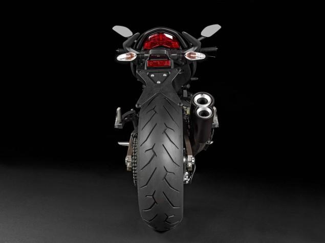 2015-Ducati-Monster-821-56