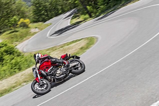 2015-Ducati-Monster-821-97