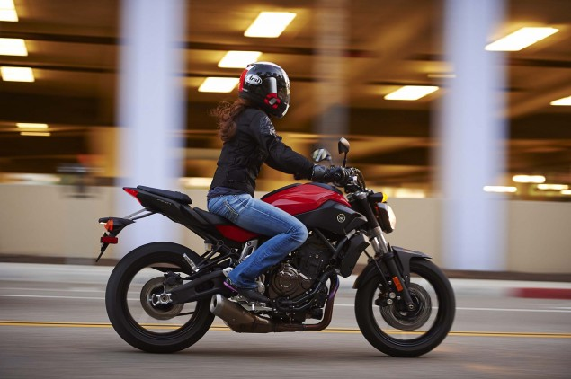 2015-Yamaha-FZ-07-action-18