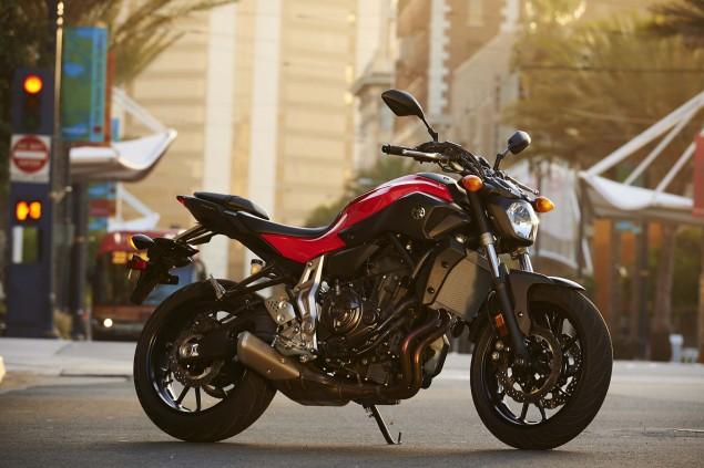 2015-Yamaha-FZ-07-action-23