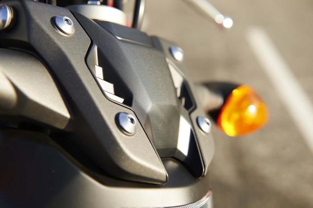 2015-Yamaha-FZ-07-details-07