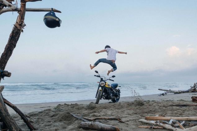 2015-Ducati-Scrambler-action-11