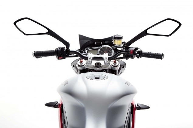 2015-Triumph-Street-Triple-RX-05