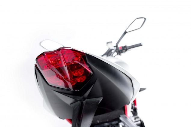 2015-Triumph-Street-Triple-RX-06