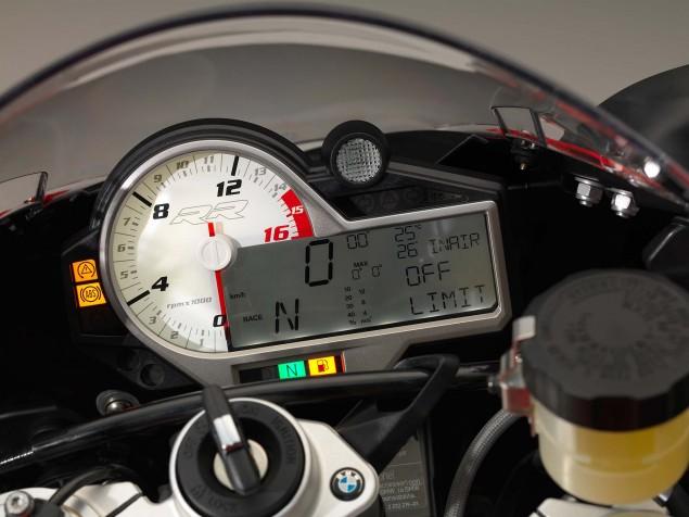 2015-BMW-S1000RR-studio-12