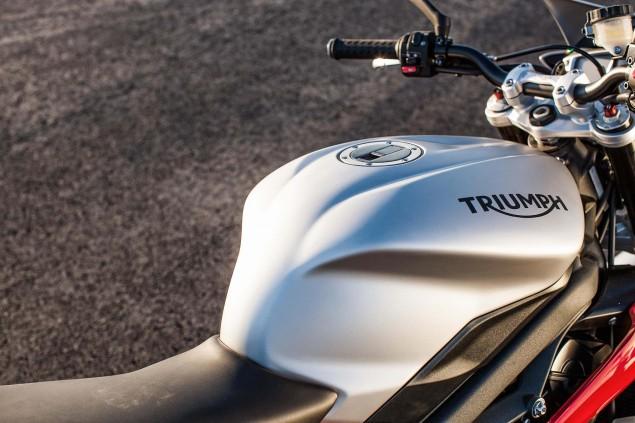 2015-Triumph-Street-Triple-Rx-04