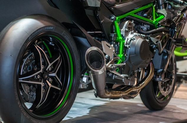 kawasaki-ninja-h2r-up-close-12
