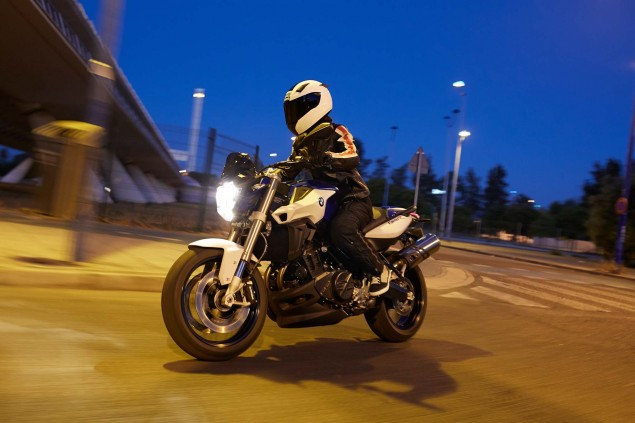 2015-BMW-F800R-action-04