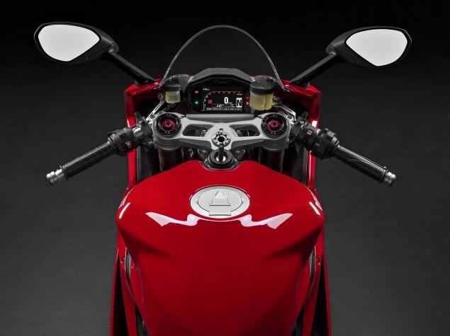 2015-Ducati-1299-Panigale-01