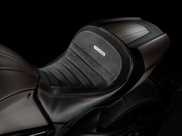 2015-Ducati-Diavel-Titanium-03