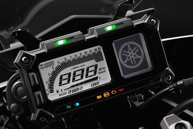 2015-Yamaha-FJ-09-MT-09-Tracer-16
