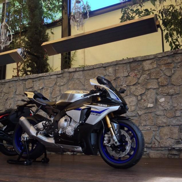 2015-Yamaha-YZF-R1-05