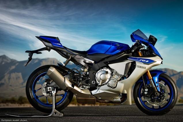 2015-Yamaha-YZF-R1-11