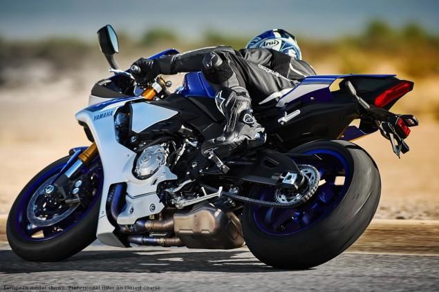 2015-Yamaha-YZF-R1-27