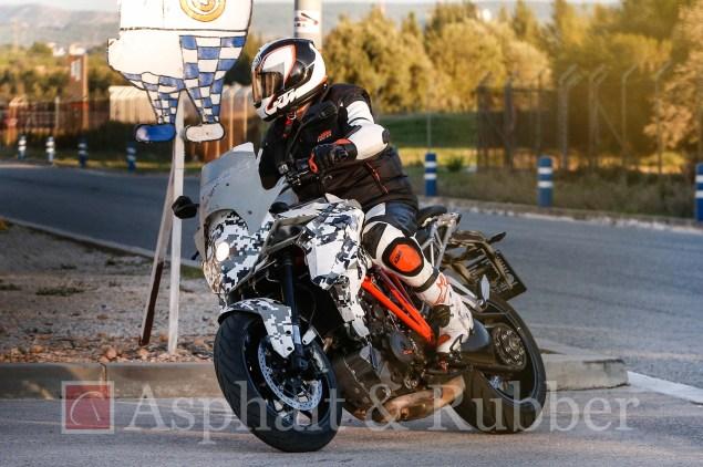 KTM-1290-SMT-Supermoto-T-BMH-Images-02