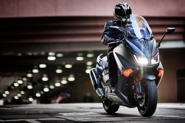 2015-Yamaha-TMAX-18