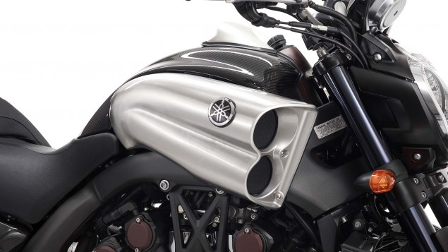 Yamaha-VMAX-Carbon-details-02