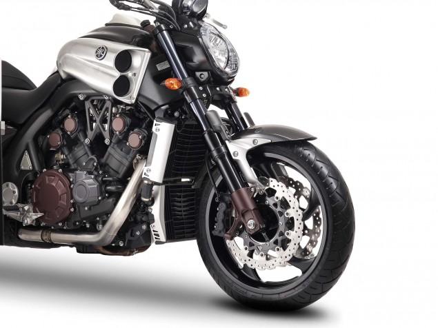 Yamaha-VMAX-Carbon-details-04