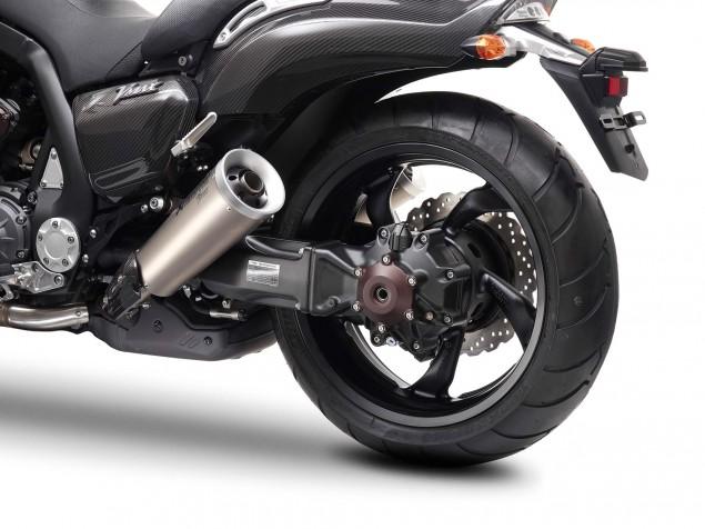 Yamaha-VMAX-Carbon-details-06