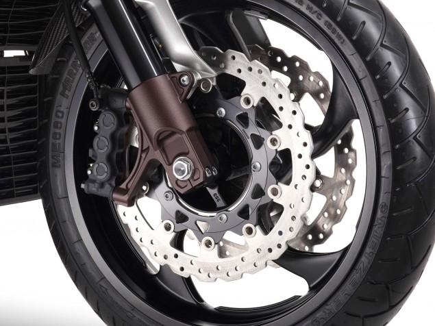 Yamaha-VMAX-Carbon-details-07