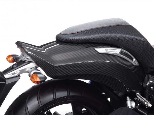 Yamaha-VMAX-Carbon-details-10