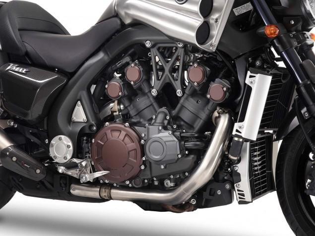 Yamaha-VMAX-Carbon-details-11