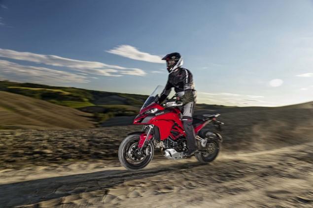 2015-Ducati-Multistrada-1200-S-action02