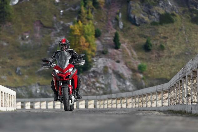 2015-Ducati-Multistrada-1200-S-action09