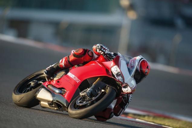 2015-Ducati-Panigale-R-32