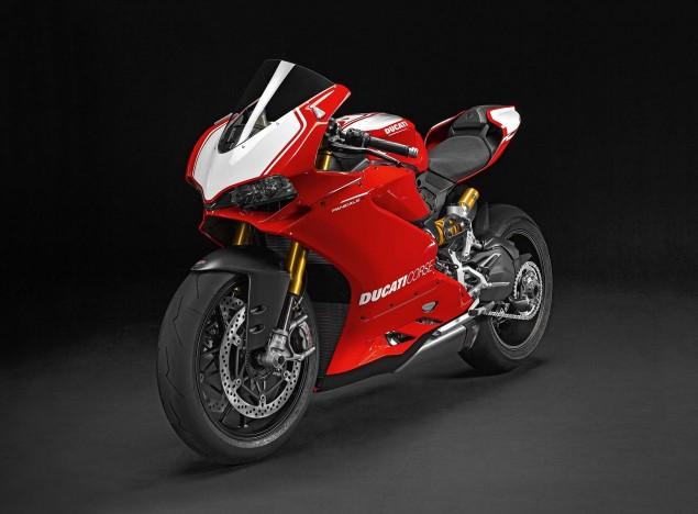 2015-Ducati-Panigale-R-37