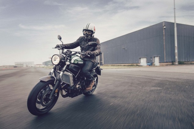 2016-Yamaha-XSR700-Action-08