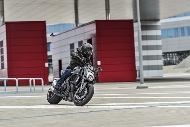 2016-Ducati-Diavel-Carbon-06