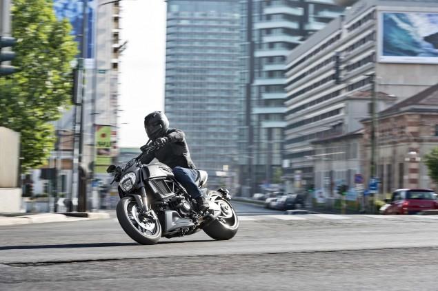 2016-Ducati-Diavel-Carbon-19
