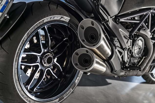 2016-Ducati-Diavel-Carbon-29
