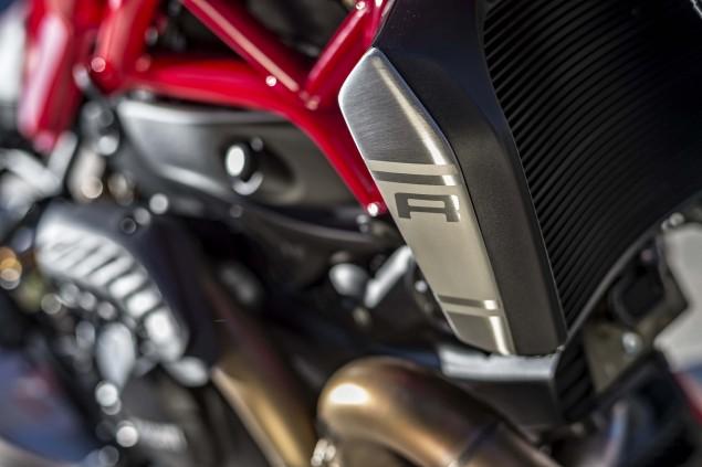 2016-Ducati-Monster-1200-R-still-08