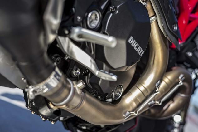 2016-Ducati-Monster-1200-R-still-11